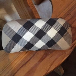 Burberry sun glasses case